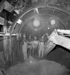 SLAC-tunnel-construction-1984-image
