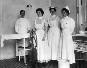 uc-hospital-operating-room-1913
